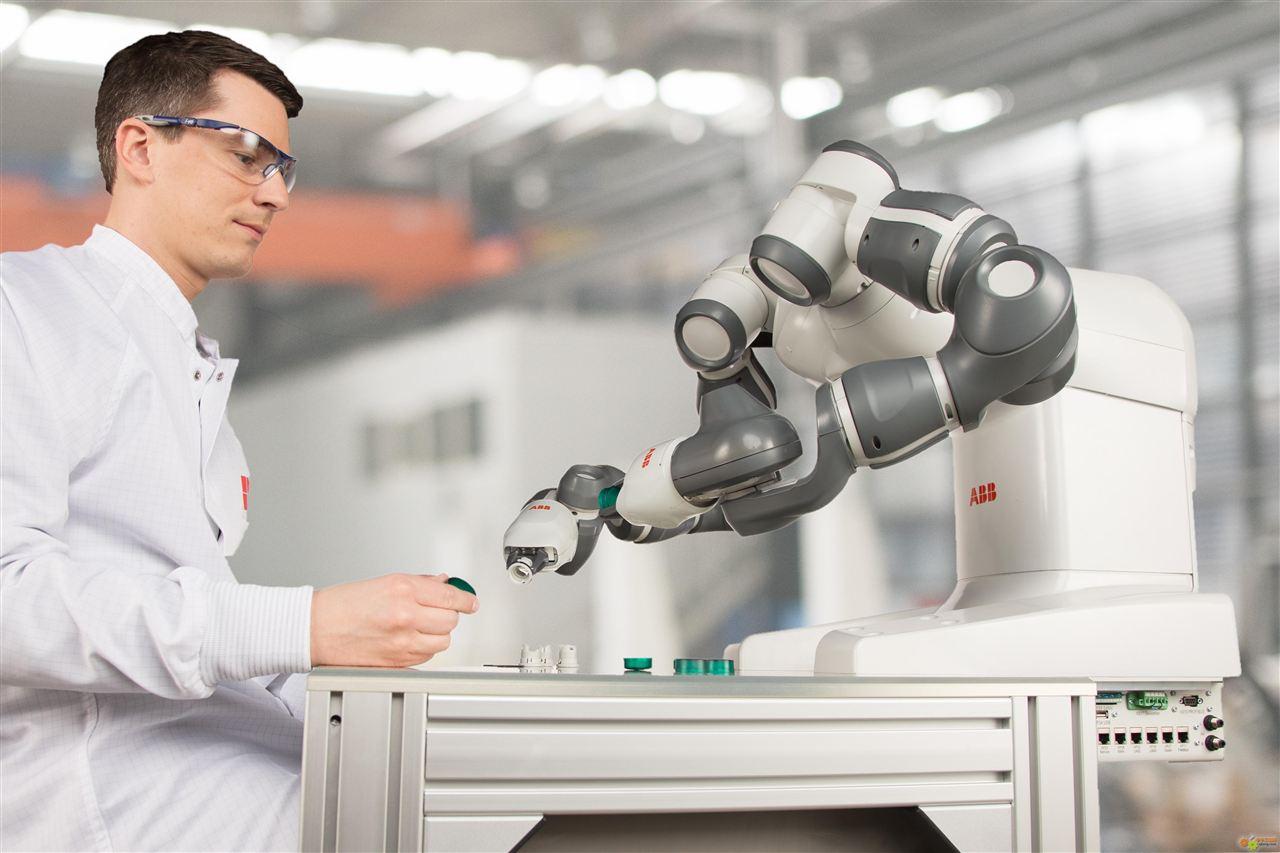 机器人在工厂只是帮忙焊接装配?能做的事太多