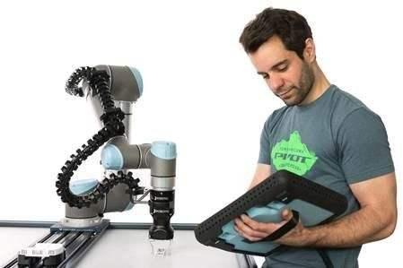 智能化、人机协作成升级,工业机器人加快转向中高端