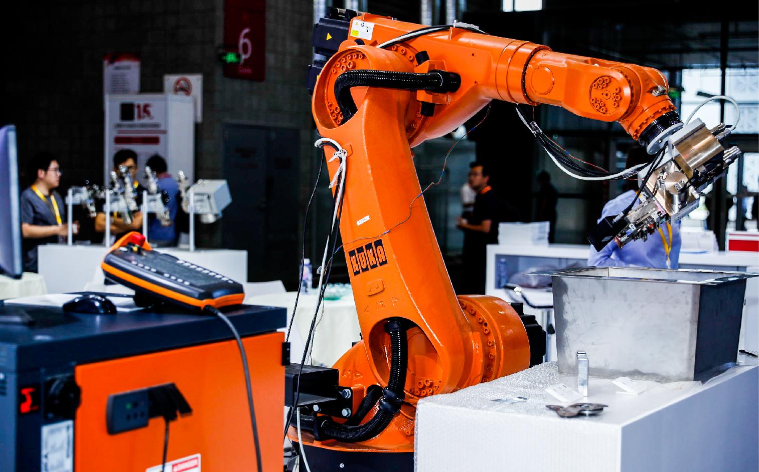未来工业机器人的两大方向