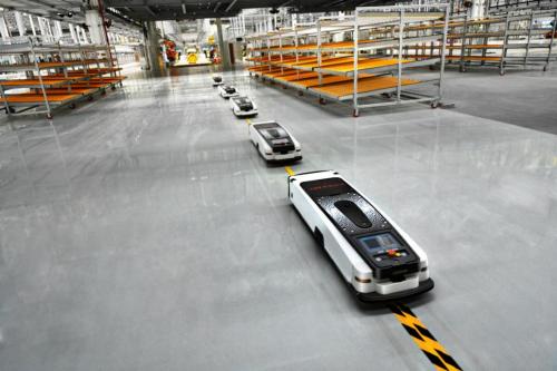 移动机器人是工厂智能化的关键之一